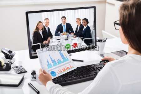 woman discussing graph with her colleagues