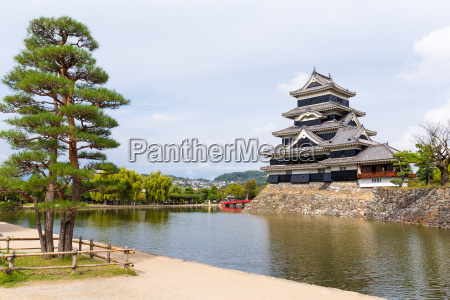 traditional japanese matsumoto castle
