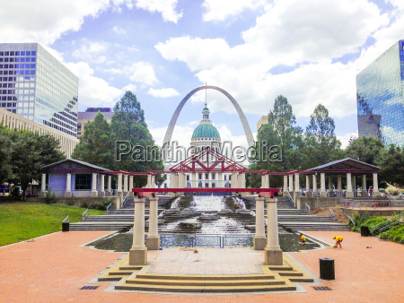 capitol building and fountain in saint