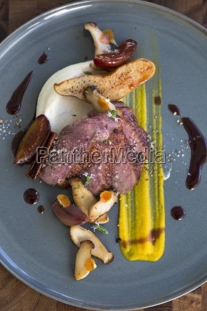 duck breast with herbs mushrooms and