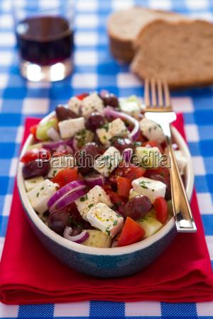 ensalada griega con queso feta aceitunas