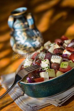ensalada griega con aceitunas de pepino