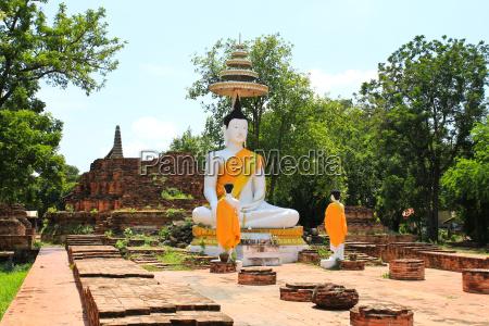 old buddha statue in ayutthaya temple
