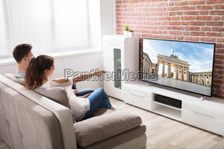 couple, watching, television - 22020969