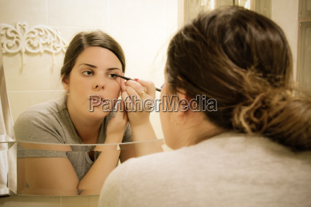 woman put eyeliner in front of