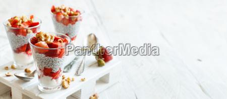 chia pudding strawberry parfait