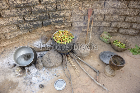 burkina faso village toeghin cooking of