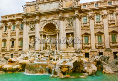 rome italy the trevi fountain