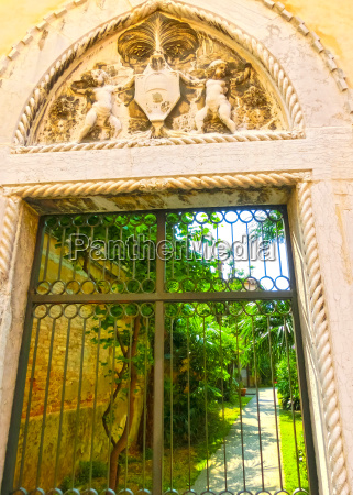 the old italian patio in venice