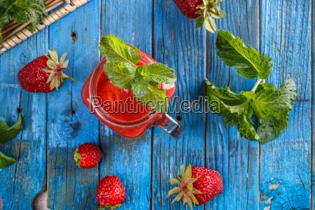 strawberry smoothie in ja