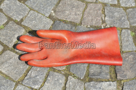 red work glove made of rubber