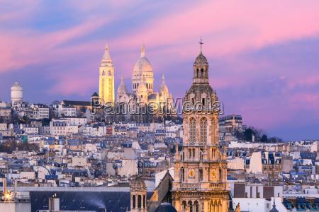 sacre coeur basilica at sunset in
