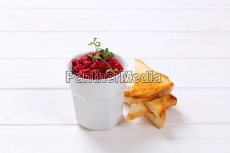 fresh beetroot puree with toast
