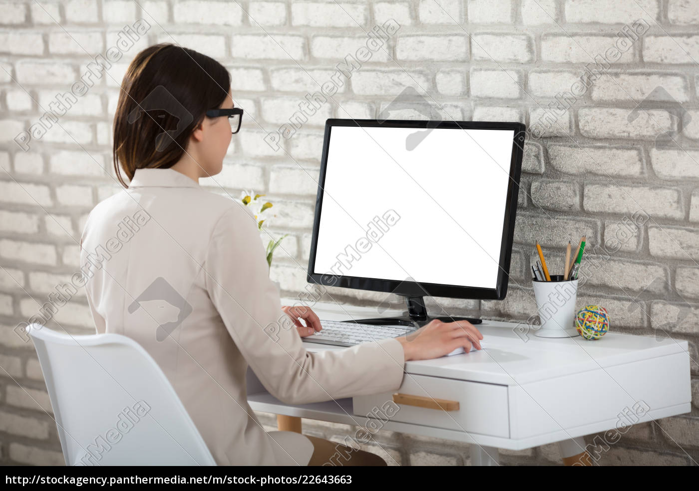 businesswoman, using, computer, with, blank, screen - 22643663