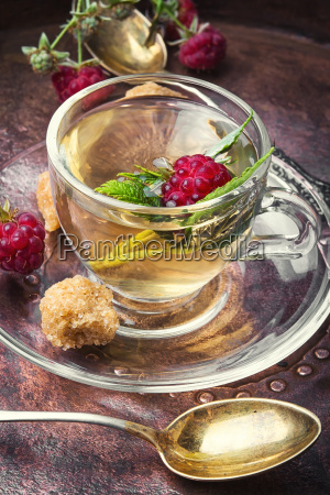 berry tea with raspberries