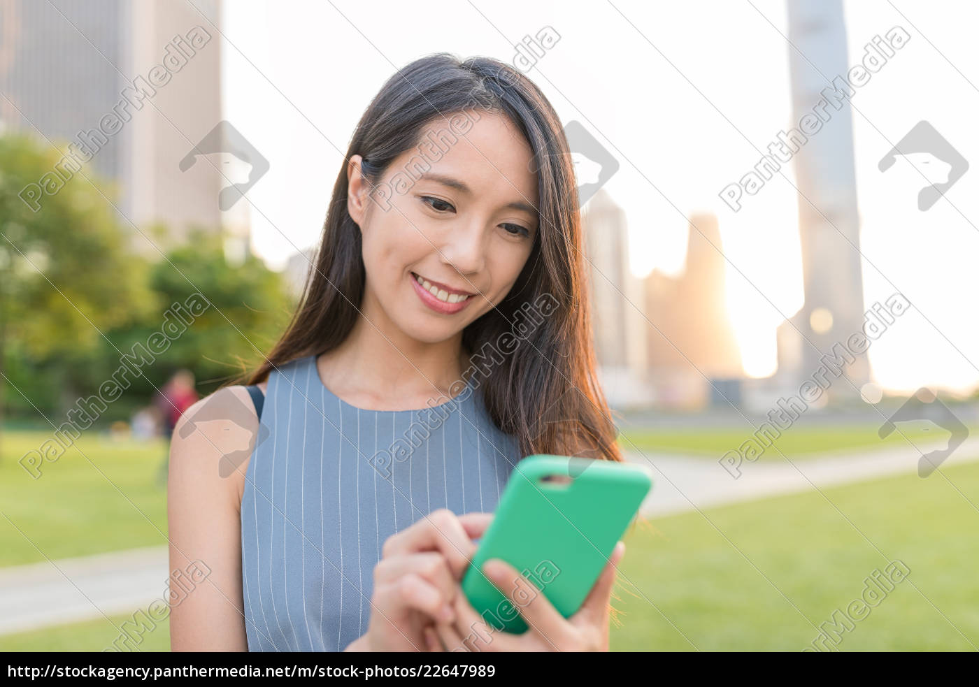 business, woman, working, on, cellphone, in - 22647989