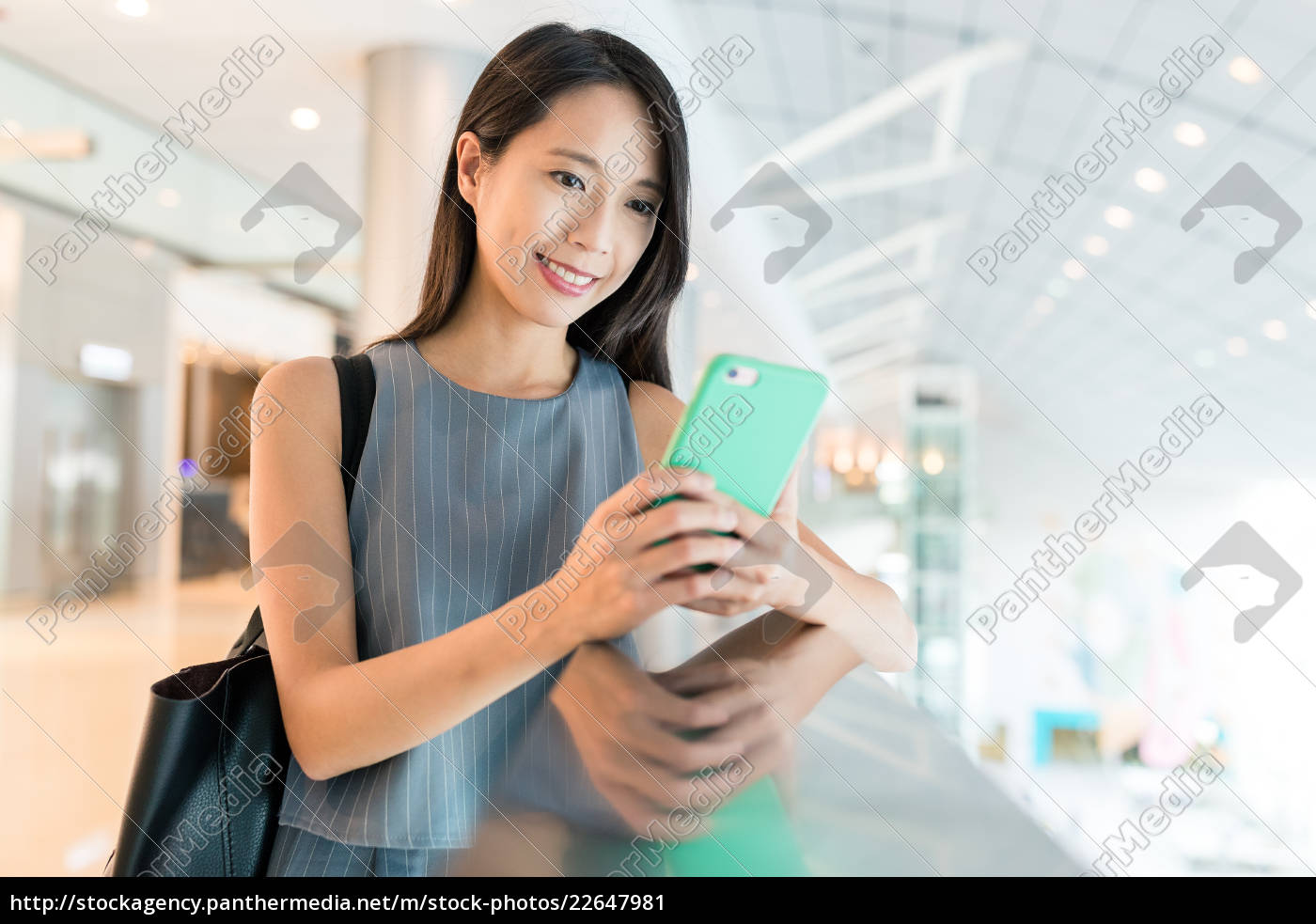 woman, use, of, mobile, phone, in - 22647981