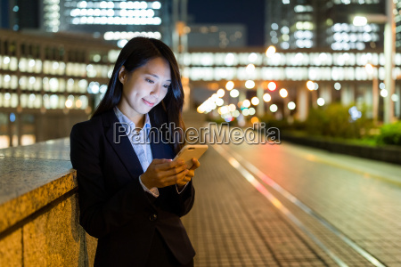 business, woman, use, of, mobile, phone - 22648143
