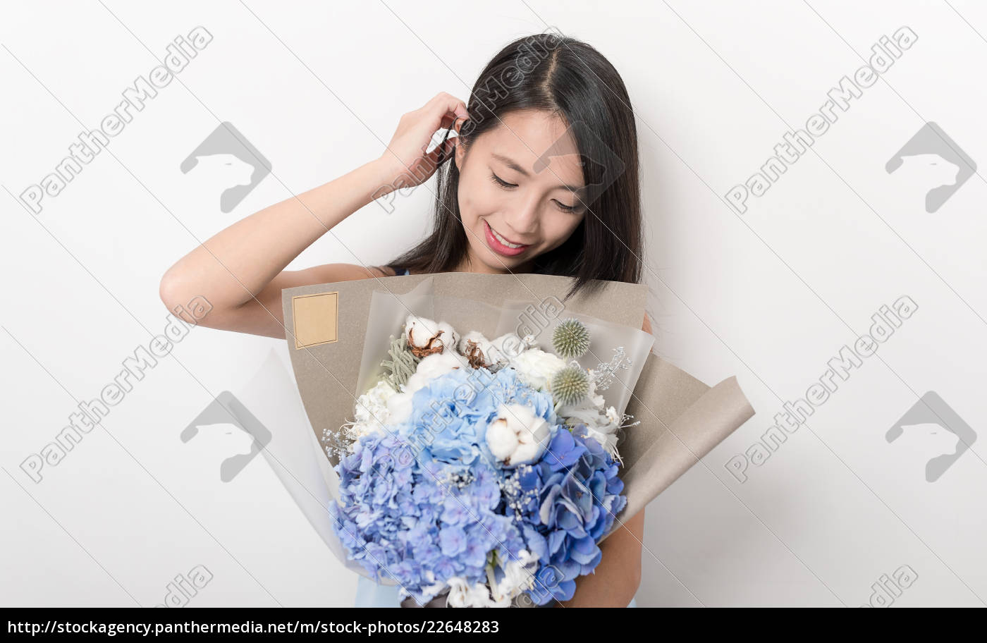 pretty, woman, holding, a, bouquet, of - 22648283