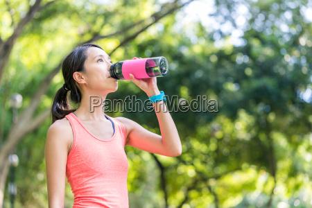 sport, woman, drinking, of, water - 22648357