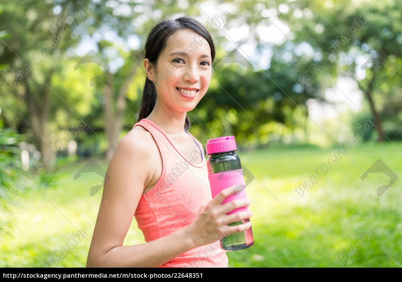 sport, woman, drinking, water, in, park - 22648351