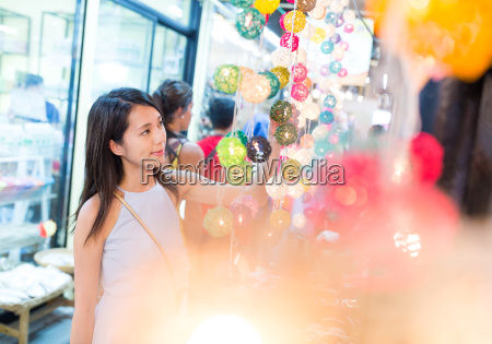 woman, go, shopping, in, the, street - 22648249