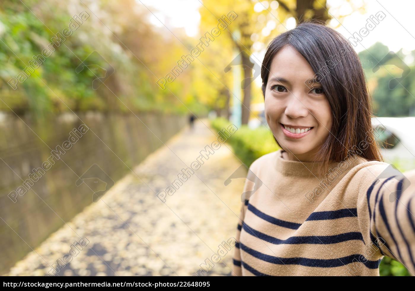 woman, taking, selfie, in, the, road - 22648095