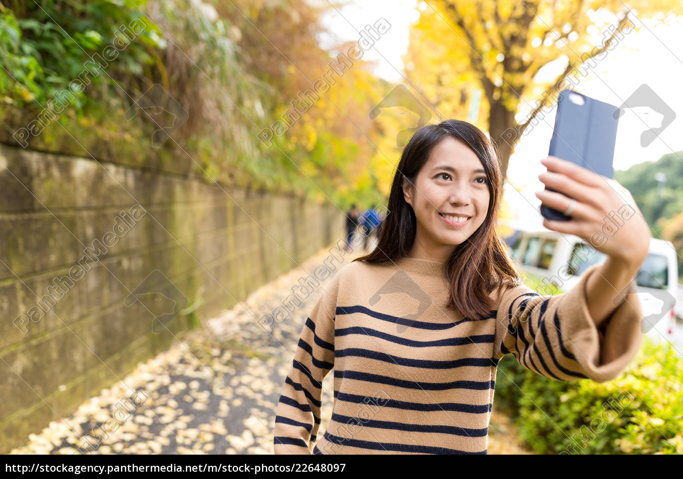 woman, taking, selfie, with, cellphone, in - 22648097