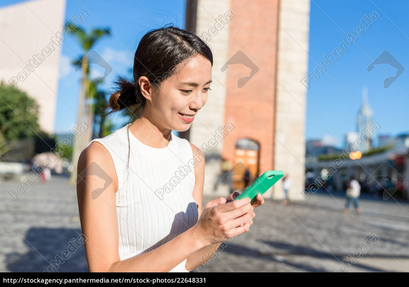 woman, use, of, cellphone, in, hong - 22648331