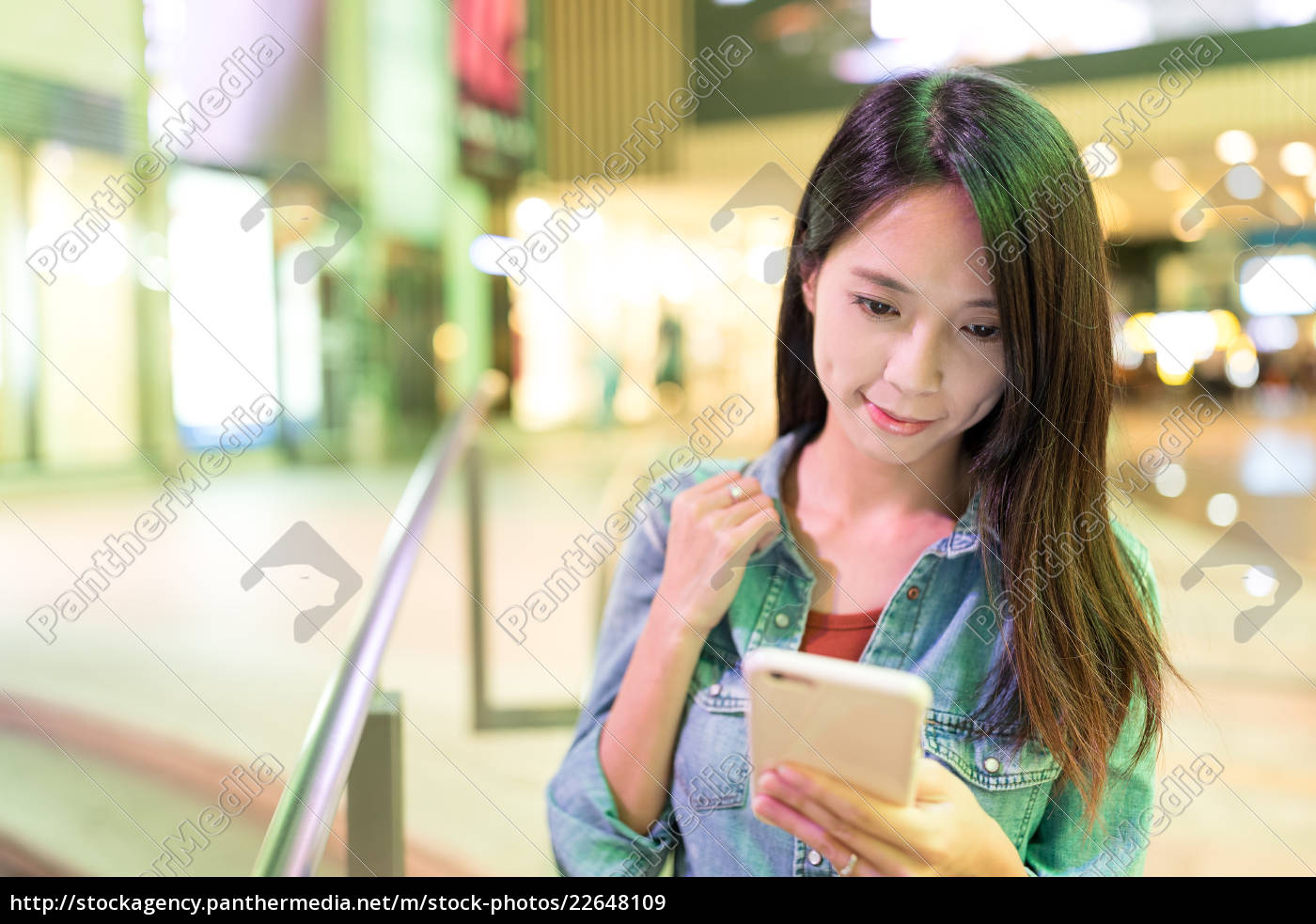 young, woman, use, of, mobile, phone - 22648109