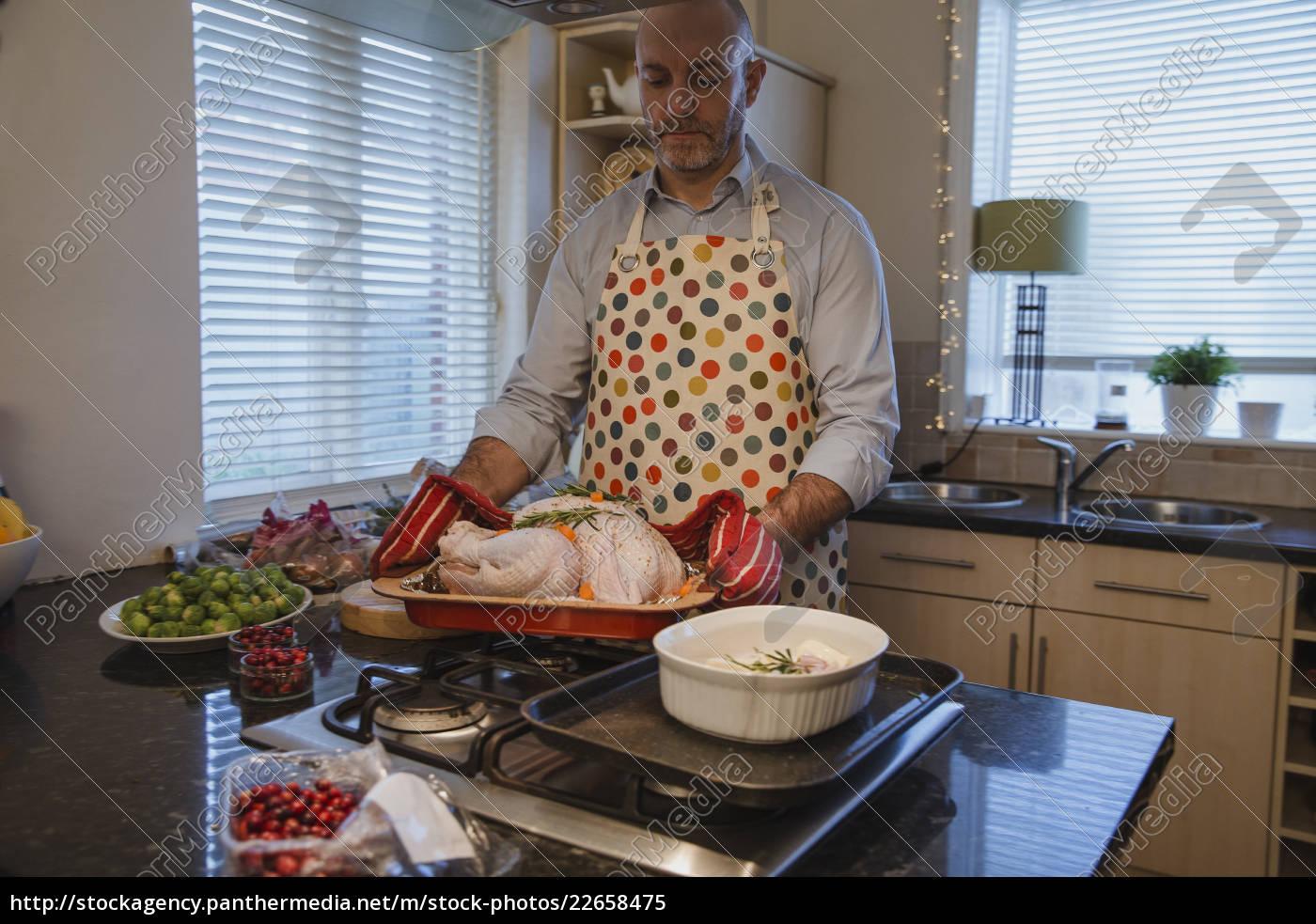 man, making, christmas, dinner - 22658475