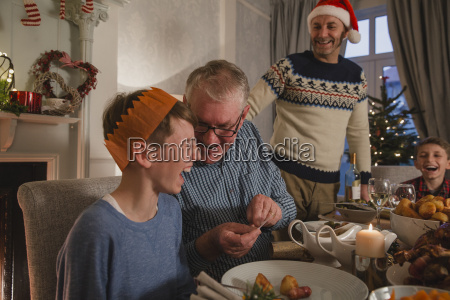 telling, christmas, cracker, jokes - 22658517