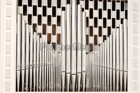 organ pipes with chess pattern