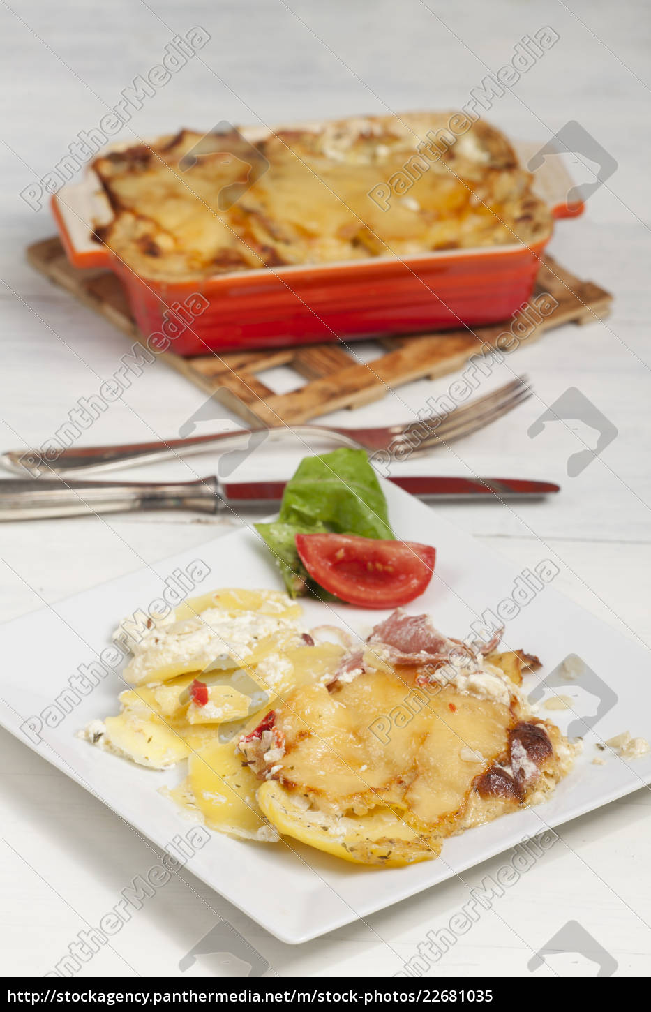 potato, gratin, on, a, plate - 22681035