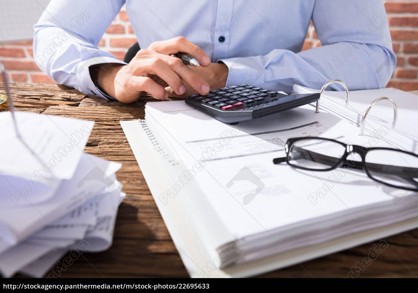 businessperson, calculating, invoice - 22695633