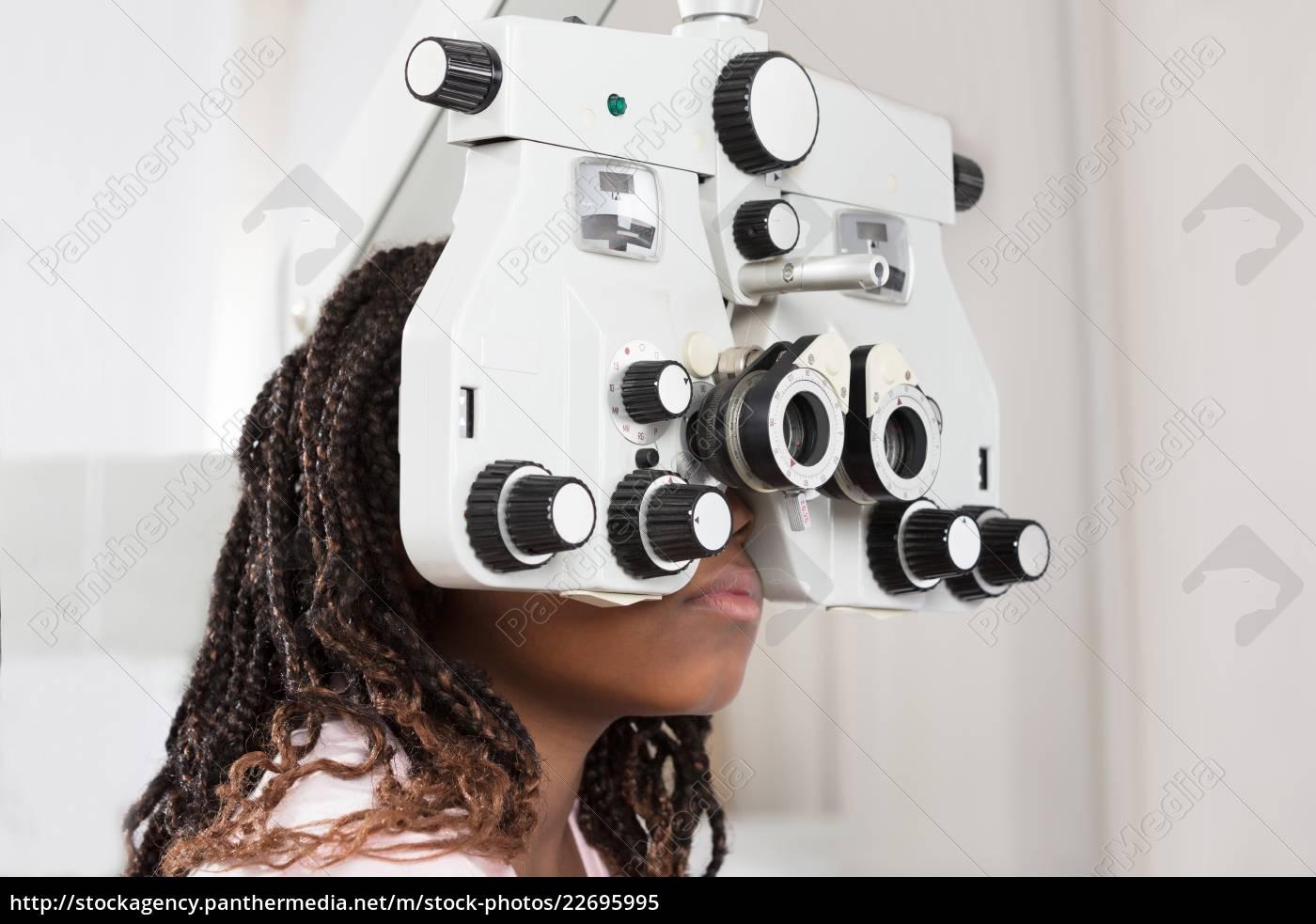 girl, doing, eye, test - 22695995