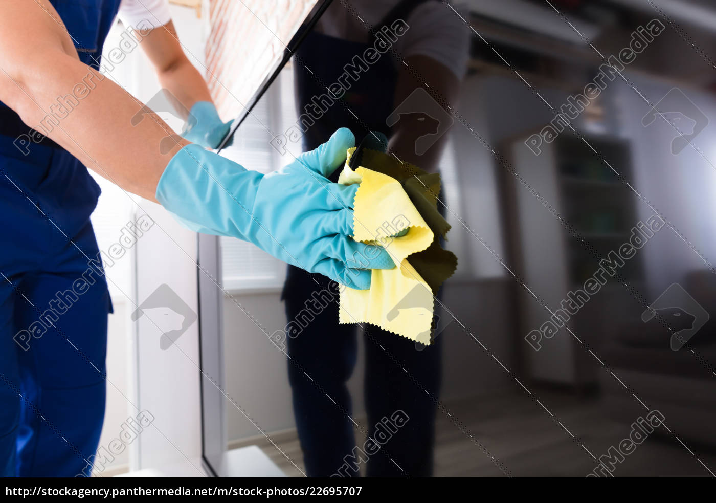 person, cleaning, the, television, screen - 22695707