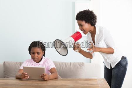 mother, shouts, at, her, daughter, in - 22696113