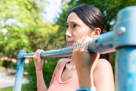 sport, woman, doing, pull, up, at - 22700581