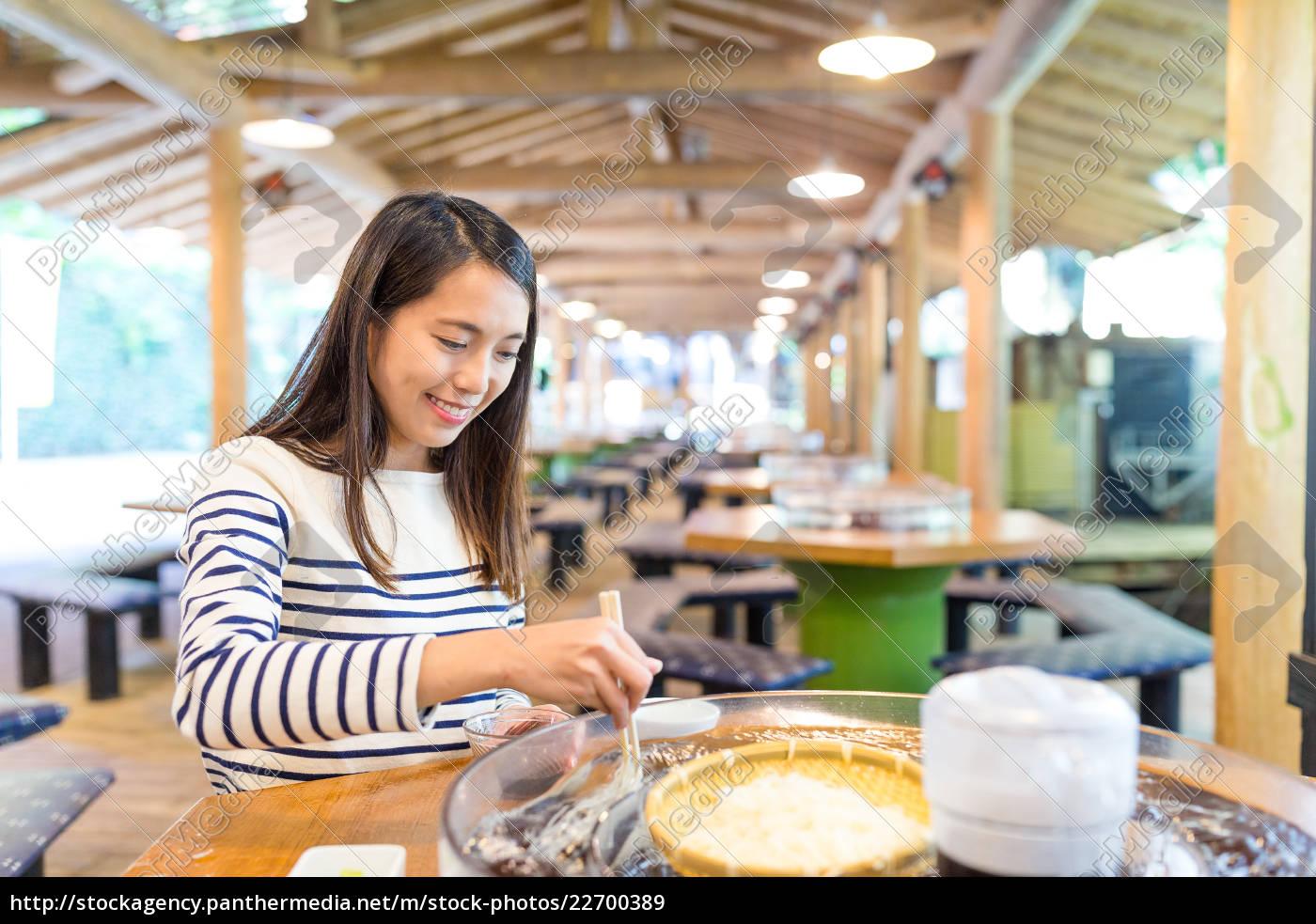 woman, enjoy, water, flow, white, noodles - 22700389