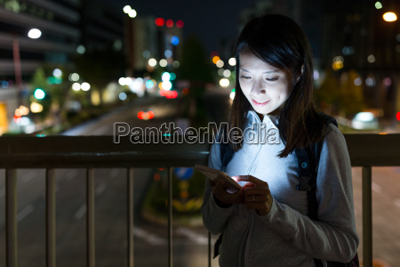 woman, use, of, mobile, phone, at - 22700447