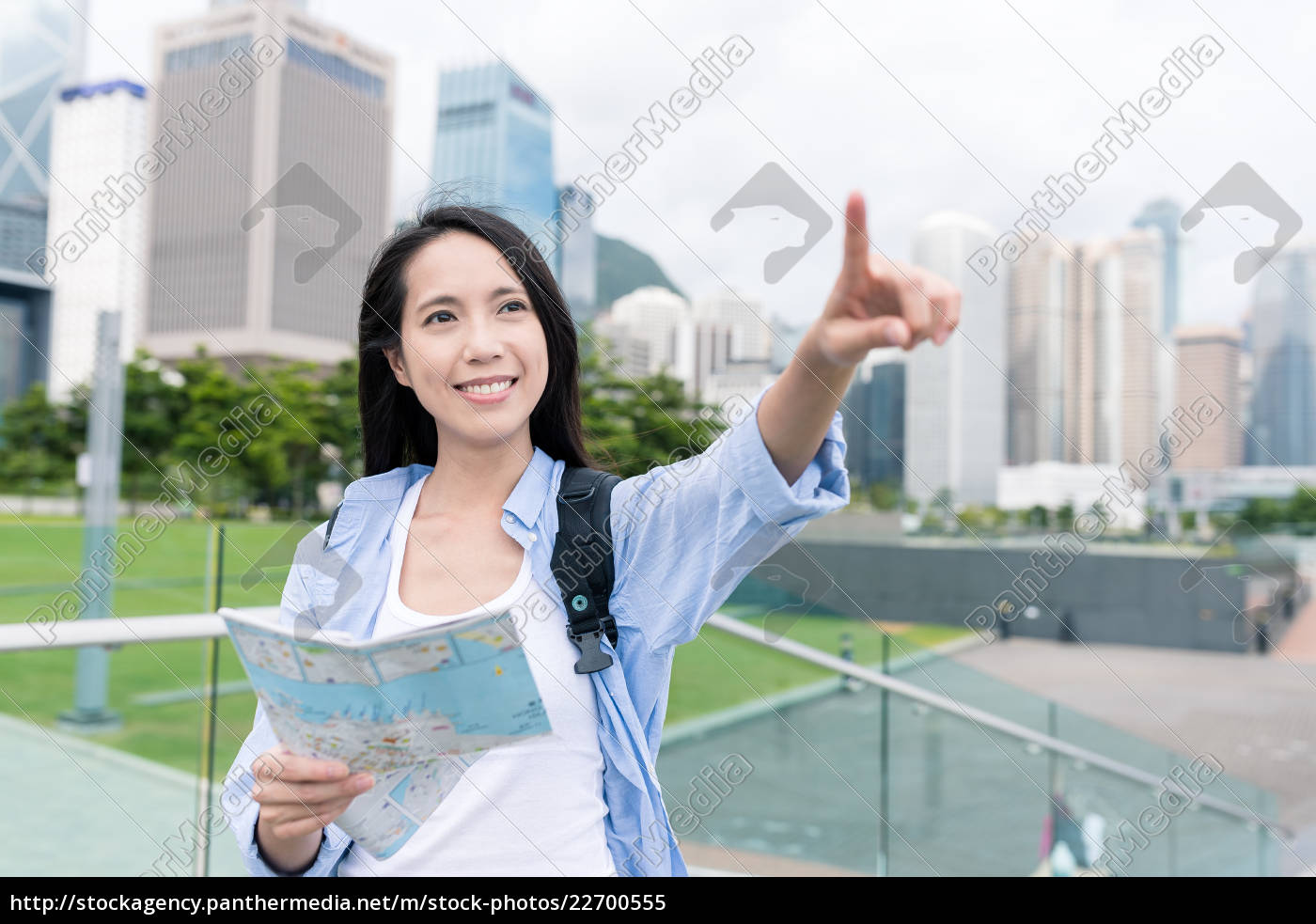 woman, using, city, map, in, hong - 22700555