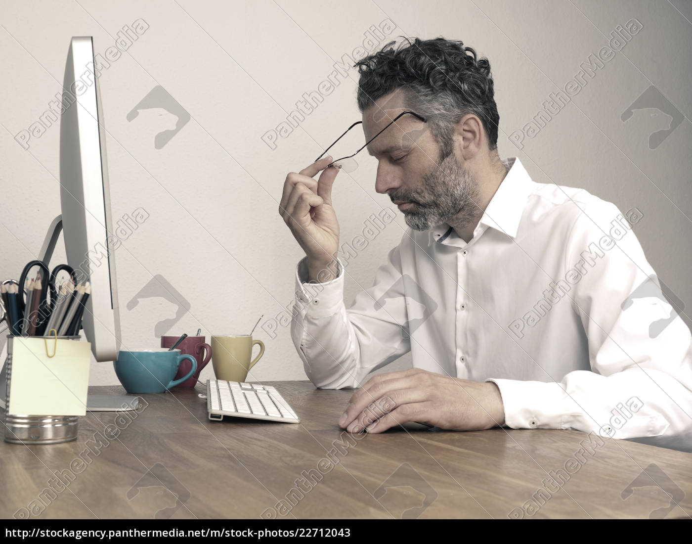 tired, businessman, at, night, office - 22712043