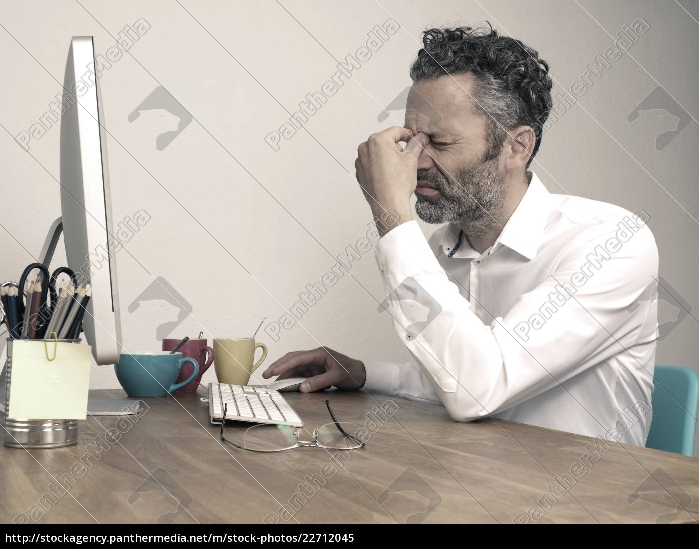 tired, businessman, at, night, office - 22712045