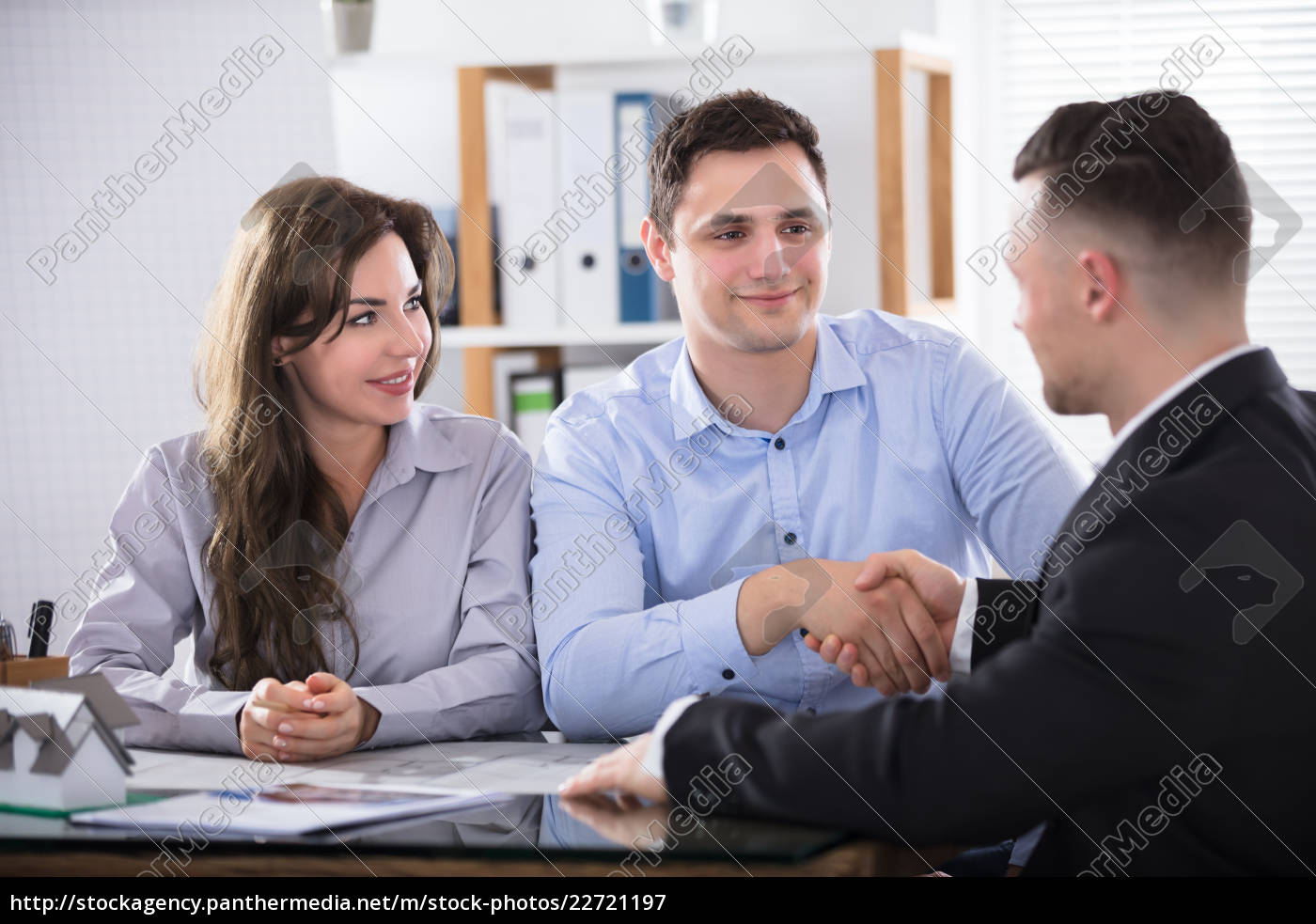 couple, shaking, hands, with, real, estate - 22721197