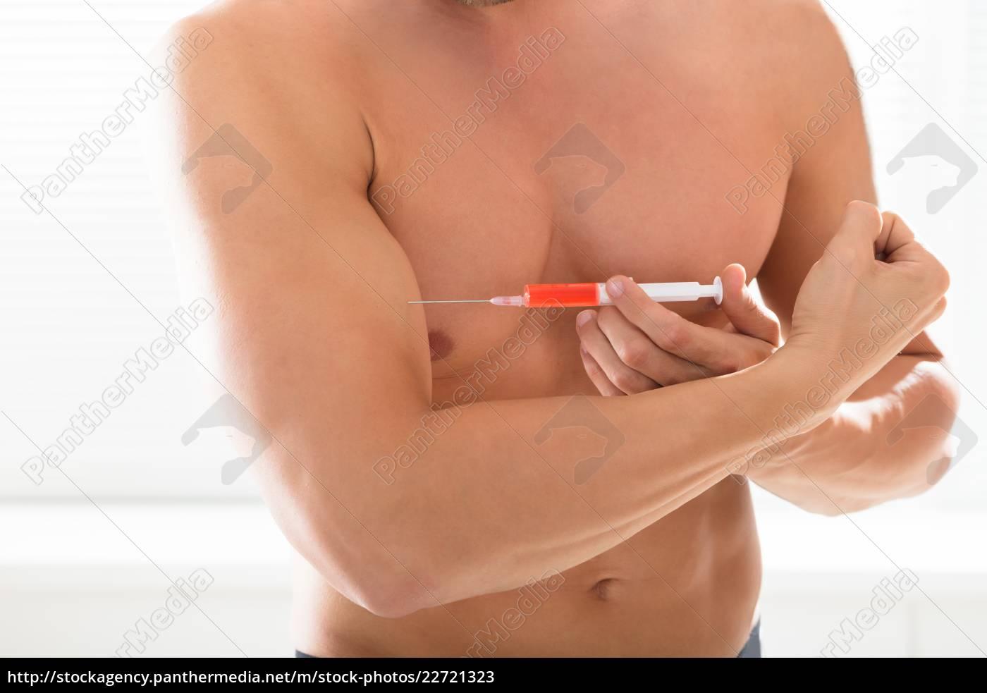 shirtless, bodybuilder, man, injecting, syringe, in - 22721323