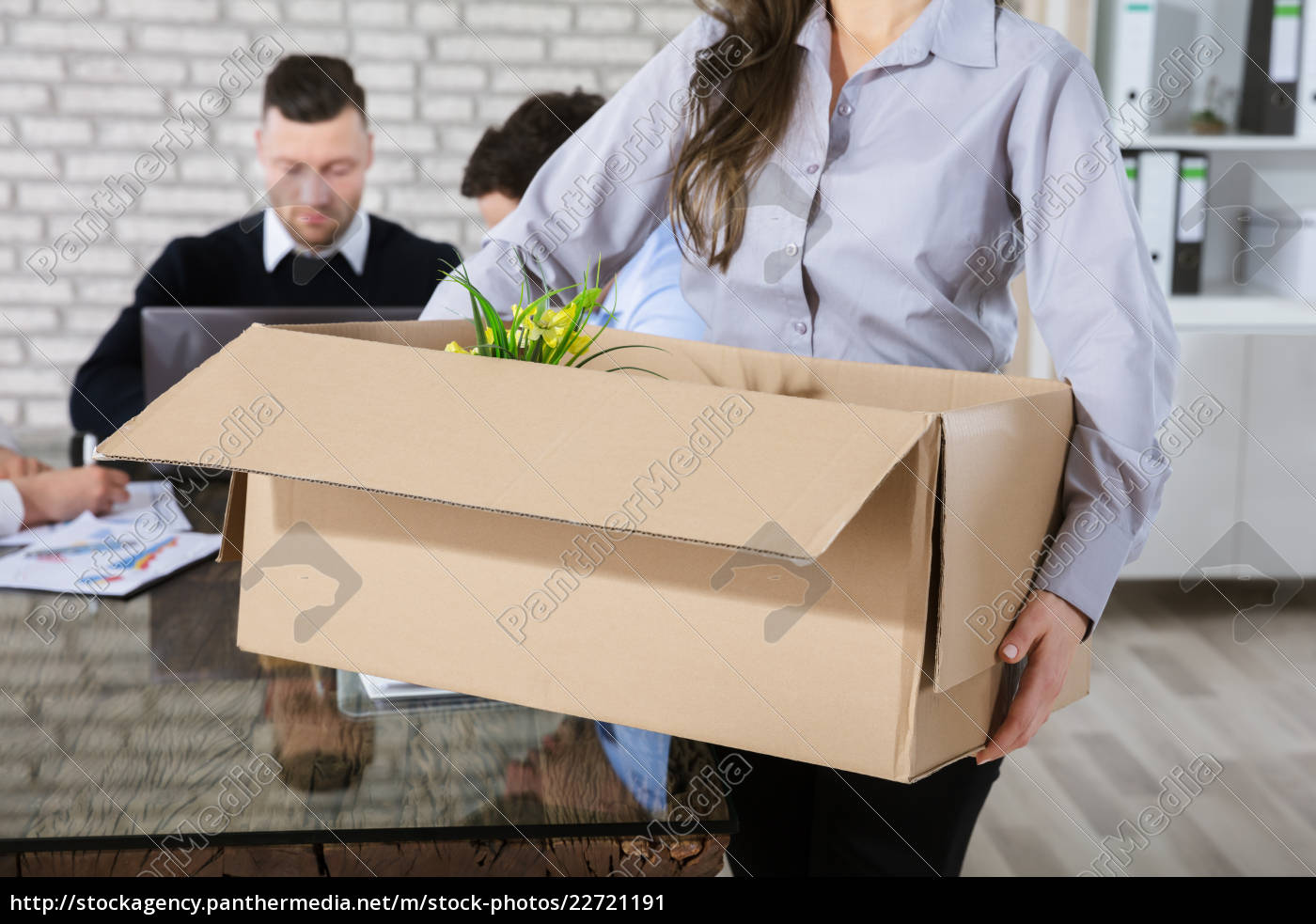 unemployed, woman, with, box - 22721191