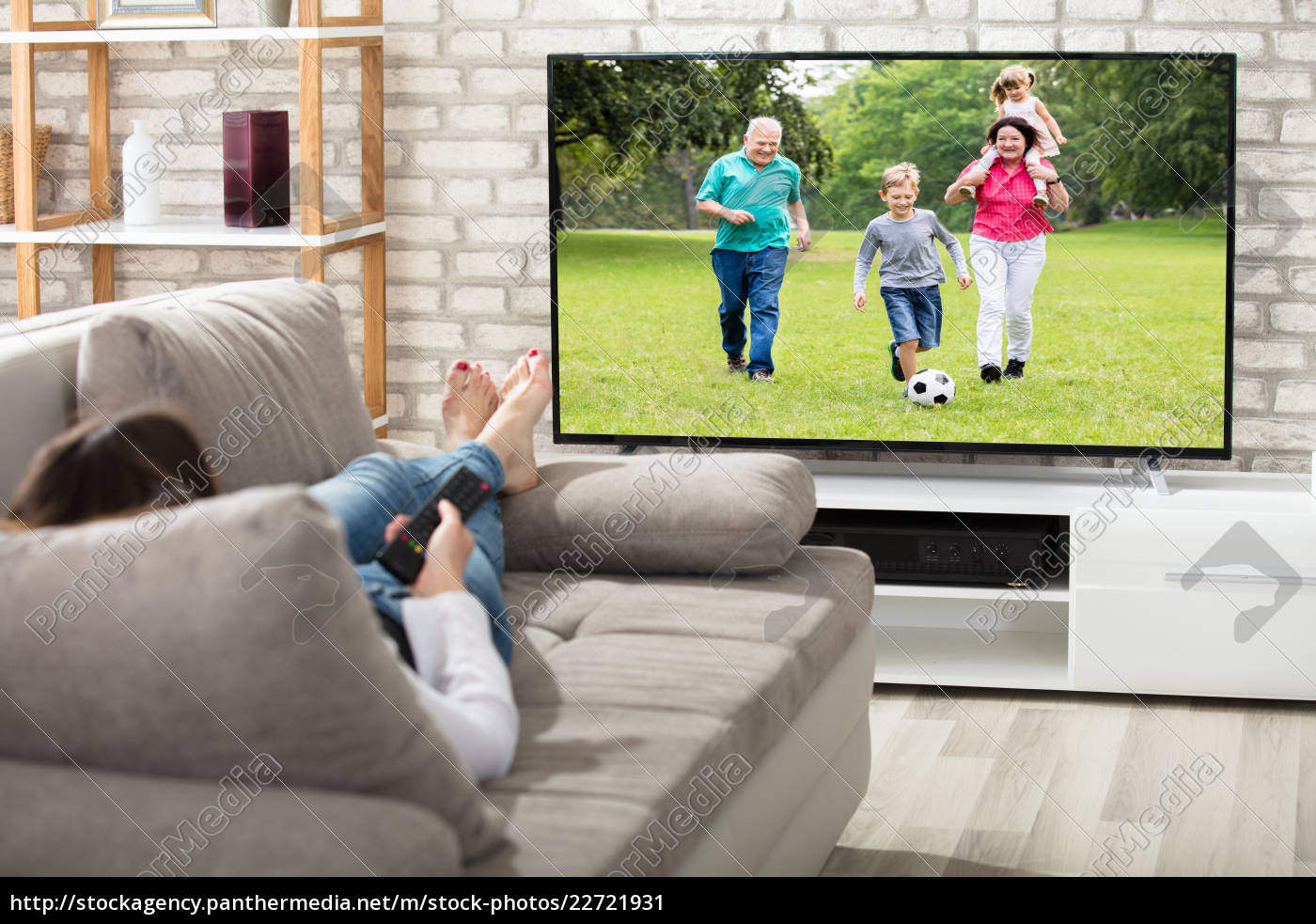 woman, watching, television - 22721931