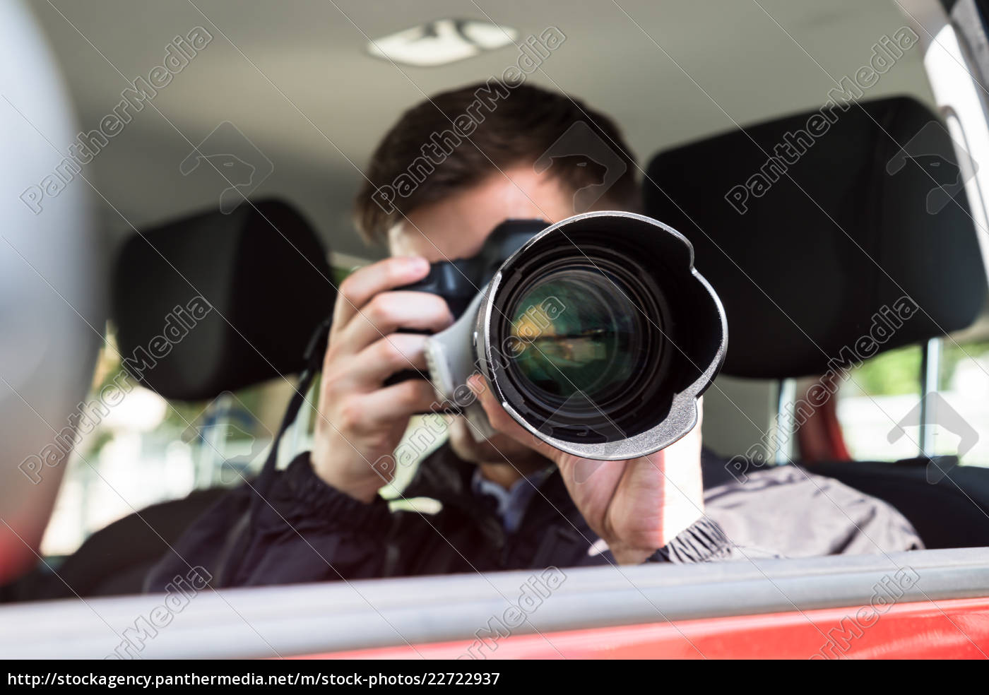 private, detective, photographing, with, slr, camera - 22722937