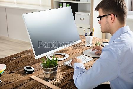businessman, using, computer - 22723027